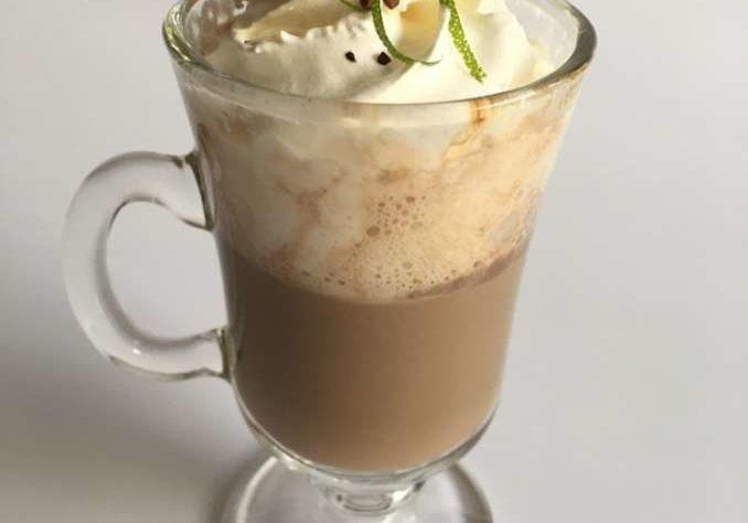 cappuccino_de_cafae_chocolate_e_laranja